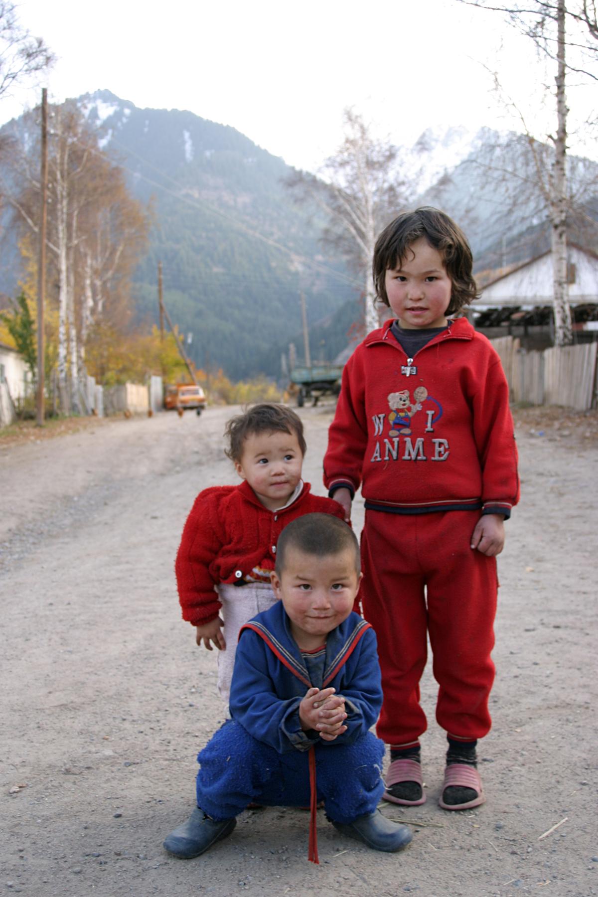 Kinder in Karakol, Kirgistan, 2006
